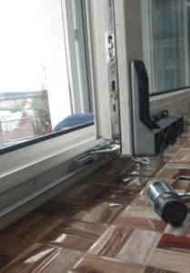 Монтаж роздвижного механизма и ремонт окна