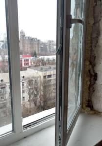 Перегерметизация окна и замена форнитуры